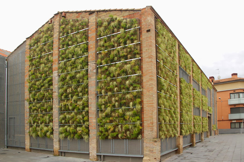 Jard n vertical de bajo mantenimiento en rub barcelona for Jardines verticales pdf