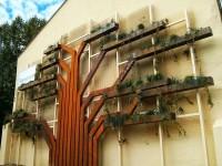 Jardín vertical con forma de árbol en Vitoria-Gasteiz