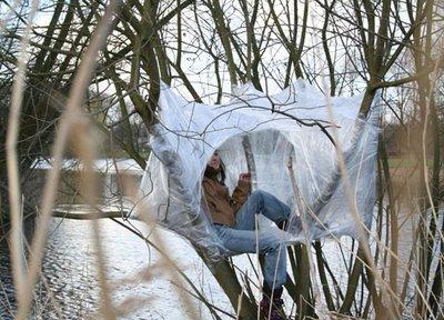 Tree tents viviendas nido urbanarbolismo - Como construir una casa en un arbol ...