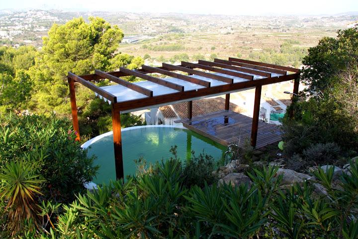 Como hacer una piscina natural urbanarbolismo for Biopiscinas construccion