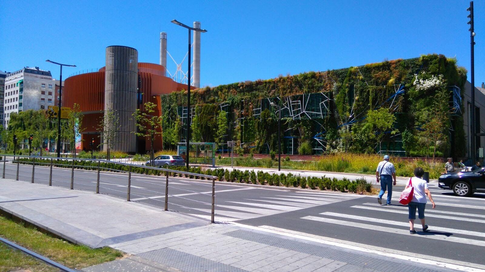 Evoluci n del jard n vertical de vitoria gasteiz jardines for Historia de los jardines verticales